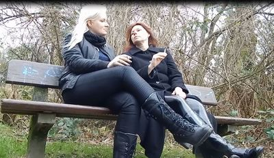 57232 - MOTHER AND DAUGHTER NEEDS ASHTRAY AND BOOTLICKER