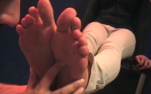 39253 - Who Has the Stinkiest Feet? Giulia!!!