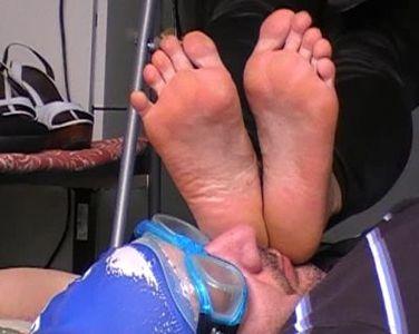 41375 - Sweaty Feet Sniffing