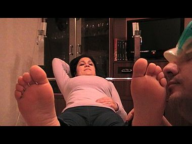 44489 - Bare Feet Sniffing is My Greatest Passion
