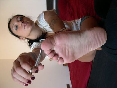 45336 - Fingernails, Toenails and Toejam Eating