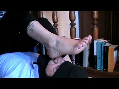 91540 - Rough Girl's Filthy Socks and Feet (mp4)
