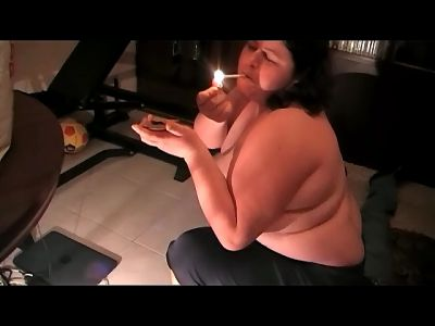 92589 - BBW Pamela Smoking Crushing