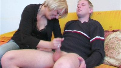 39903 - Amateur couple Hand Slag