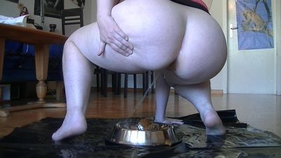 63380 - Crass shit and piss in Dog Bowl