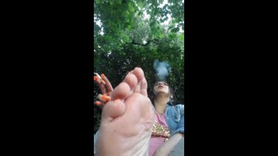 54022 - Cigarettes or Feet - Which one do you prefer?