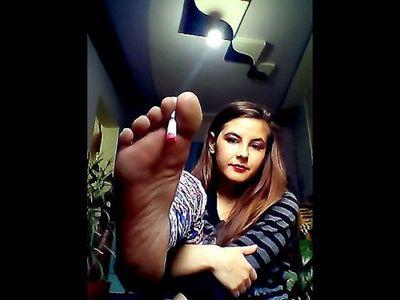 43156 - Smoking With Feet