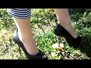 45371 - Mushrooms Crushing with Mother's High Heels