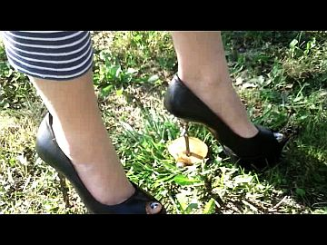 45372 - Mushrooms Crushing with Mother's High Heels