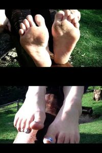 54791 - Barefeet On The Seesaw With Mom