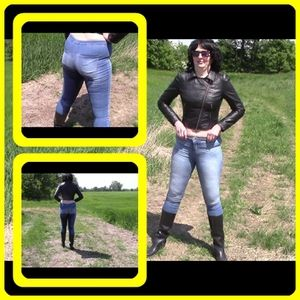 46444 - Pissing in tight jeans and rubber boots