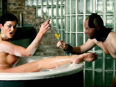 28479 - Take a Bath with Miss Cheyenne, Dirty Seductive Pee Clip 1