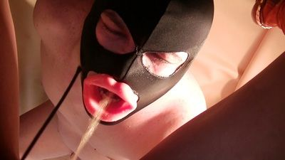 58686 - Mistress Anita - pee drinking and diarrhea chewing