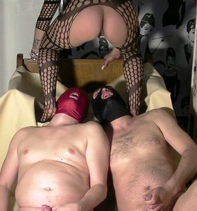 61491 - Full toilet action with Godess and 2 slaves