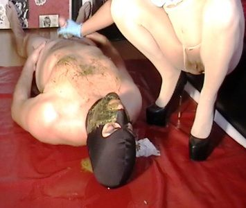 69380 - Mistress stroke shitty cock with her diarrhea