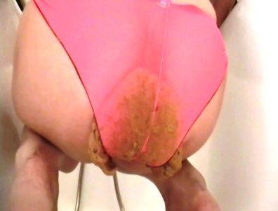 77854 - Goddess Anita huge shit in bathtub in panty