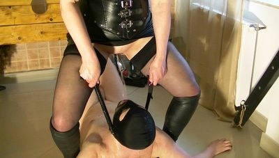 78923 - Mistress Andreea ashtray and throat pissing