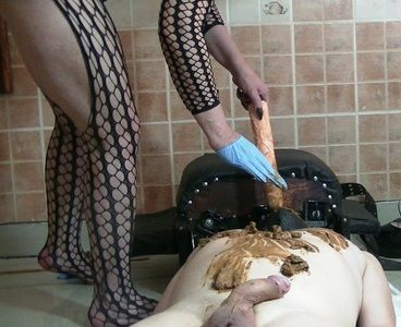 79892 - Goddess Andreea - Ashtray and full scat playing