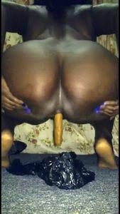 82580 - New Black Goddess Prettyspice shitting & her toilet slave