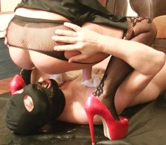 85649 - Silicone Goddess is back with scat feeding