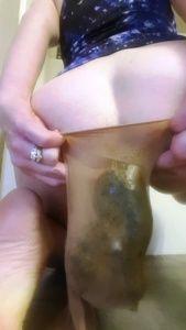89498 - Mistress Lilly shit in hosiery 3