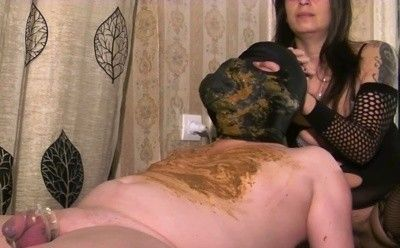 91587 - Mistress Roberta -  diarrhea feeding on a massage bench
