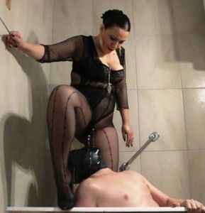 92286 - Goddess Luna - strapon fucking and toilet slavery