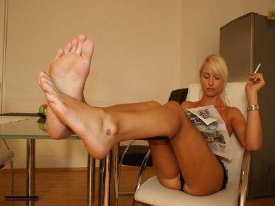 106786 - Barefoot Feet Play 63