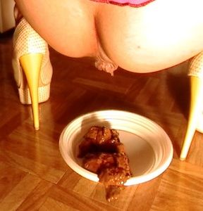 61352 - Mistress prepare a new meal for slave