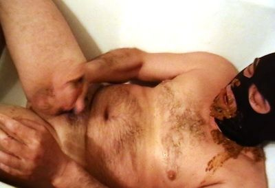 62910 - Mouthfull of scat in bathtub and cumming