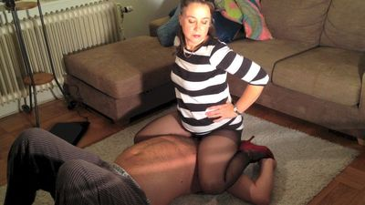54059 - Pantyhose Sniffing and Sitting