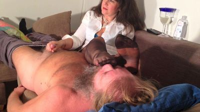 54388 - Foot smelling handjob 4