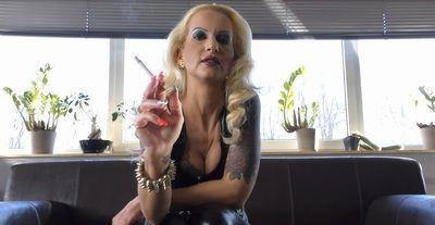 63186 - Be my living ashtray!