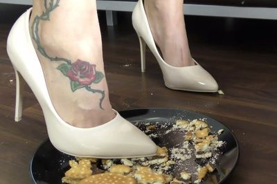 63365 - Lady Jasmine Black, your slave meal