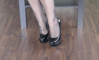 63404 - Lady Jasmine Black, high heels on the catwalk