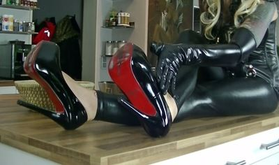63876 - Lady Jasmine Black, sexy red lips and patent leather shoes