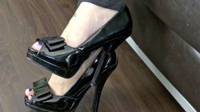 63985 - Lady Jasmine Black, black platform peep-toes