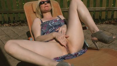 69956 - Fingering me Outdoor
