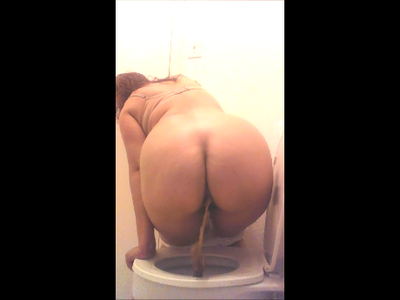 65972 - White Granny Panties. Back View Shit Over Toilet