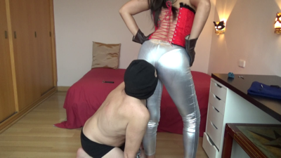 101524 - Mistress Roberta - Ass worship and slapping with gloves