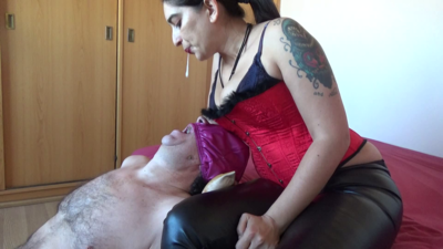 101570 - Mistress Roberta - Spitting with slapping