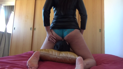 101756 - Mistress Roberta - Smell my farts and lick my ass hole