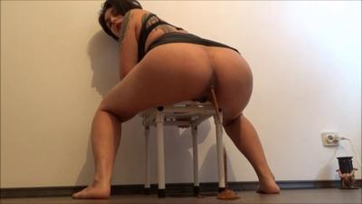 116517 - Mistress Roberta - dihareea on the floor for breakfast pov