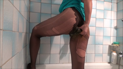 118516 - Mistress Roberta - Broken pantyhose in breakfast pov