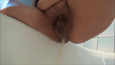 123246 - Mistress Roberta - Diarrhea and enema pov