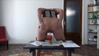 124892 - Mistress Roberta - Worship  sweat and breakfast pov