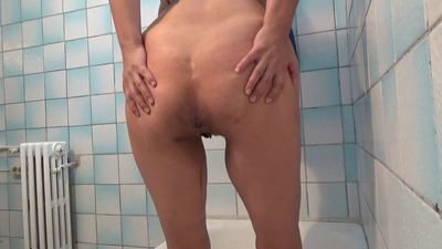 127500 - Mistress Roberta - Fast toilet feeding pov