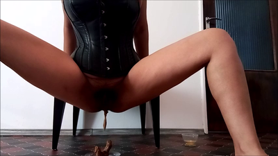129494 - Mistress Roberta - Worship my leather for feeding pov