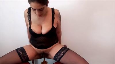 130104 - Mistress Roberta - Footjob with full menu pov