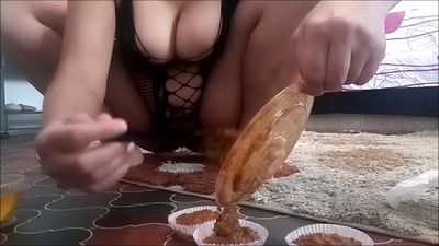 130419 - Mistress Roberta -Muffin  shit from left overs  pov
